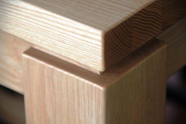 tischlerei-teneriffa-bartisch-in-esche-massivholz-2C0CFBBB9-5003-41C1-AA96-AF68559DF95C.jpg